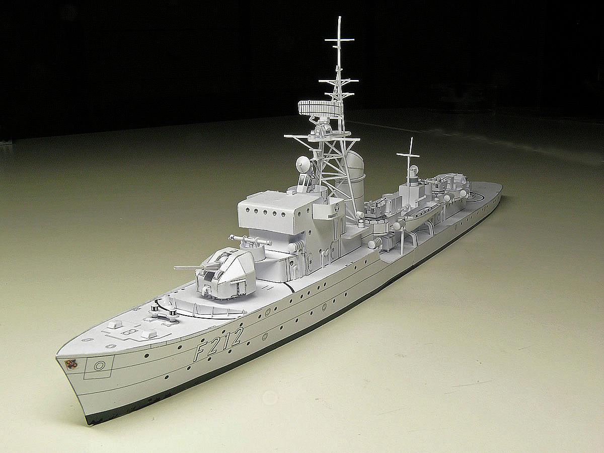 Artillerie-Schulfregatte F212 GNEISENAU ex HMS Oakley der Bundesmarine – jetzt wird sie bunt …